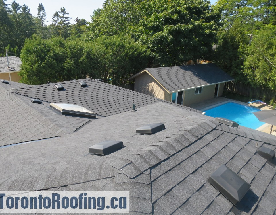 Toronto roofing eavestroughg gutters soffit fascia siding burlington oakville mississauga roof asphalt shingles skylight