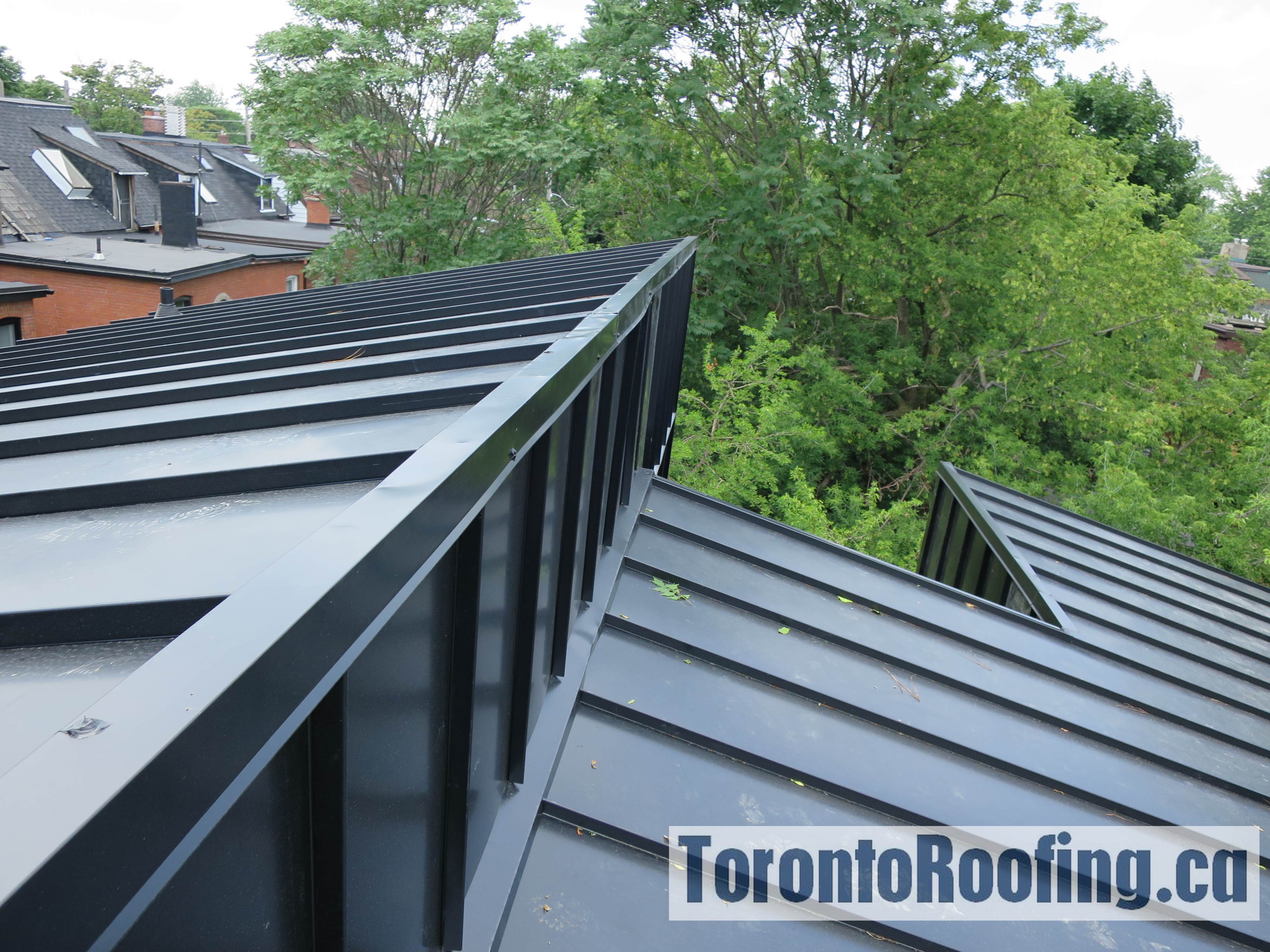 toronto-roofing-standing-seam-metal-roof-roofing-toronto-metal-roofing-roofing-contractor-10