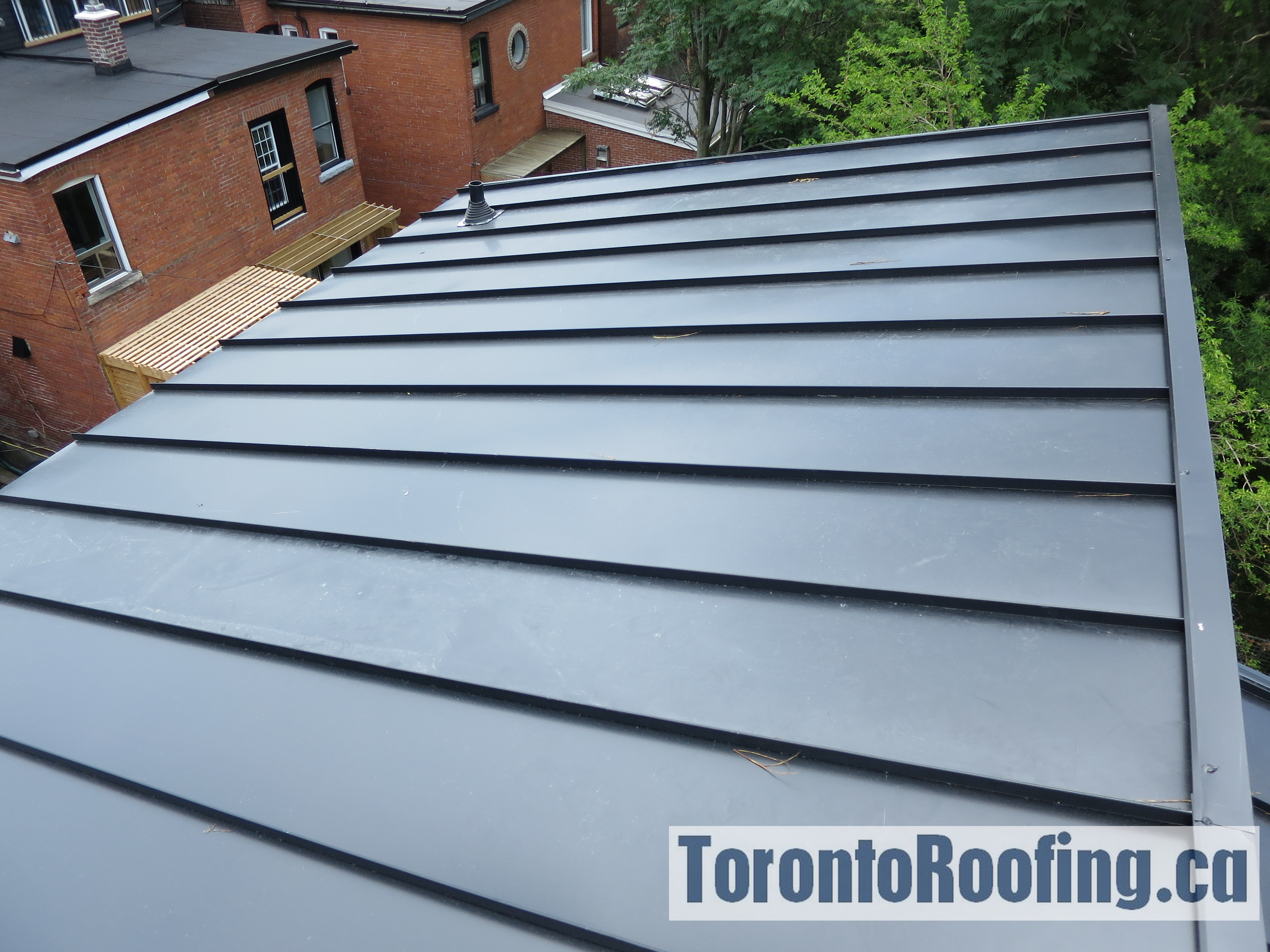 toronto-roofing-standing-seam-metal-roof-roofing-toronto-metal-roofing-roofing-contractor-5